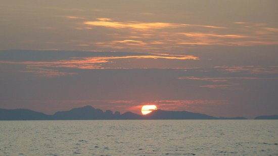 Koh Jum Oonlee Bungalows:                   Sunset view from the bar