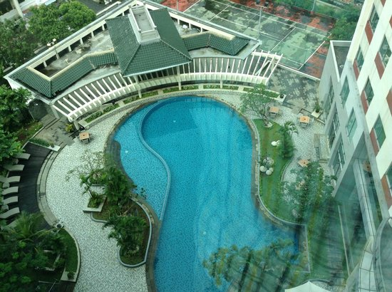 Hotel Santika Premiere Slipi:                   kolam renang dari kamar