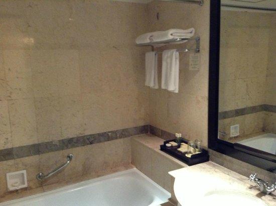 Hotel Santika Premiere Slipi:                   bathtub