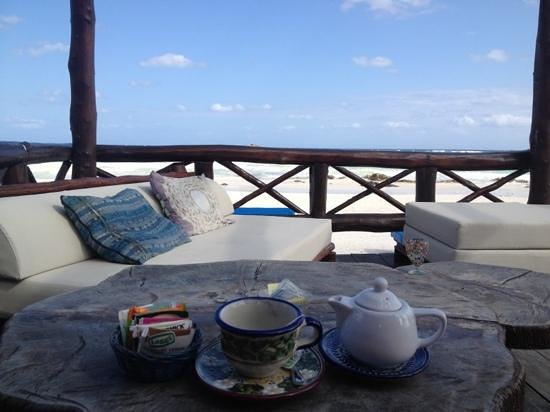 Hemingway Romantic Eco Resort:                   Teechen mit Blick aufs Meer. Im Restaurant