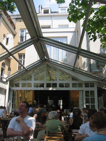 Le Pain Quotidien: La terraza es lo mas agradable del local