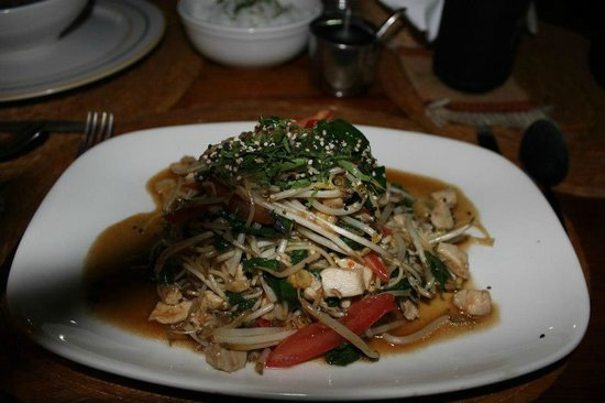 El Murmullo :                   Chicken pad Thai