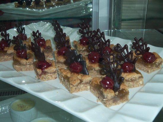 Hilton Dalaman Sarigerme Resort & Spa:                                     Yummy cakes!