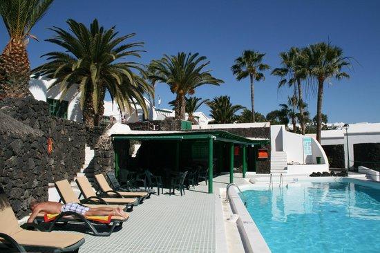Apartamentos THe Las Gaviotas:                   Bij het zwembad