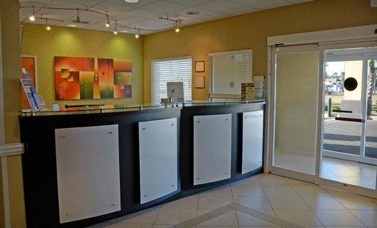 Best Western Plus Brunswick Inn & Suites: Front Office