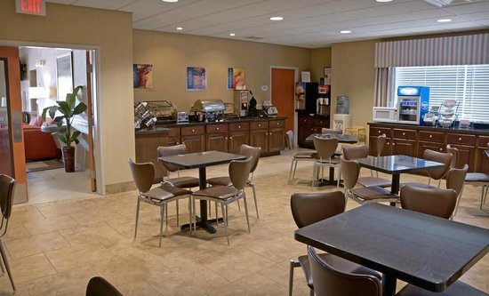 Best Western Plus Brunswick Inn & Suites: Breakfast Area