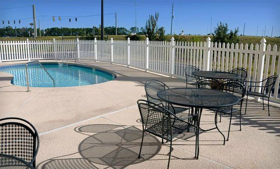 Best Western Plus Brunswick Inn & Suites: Swimming Pool