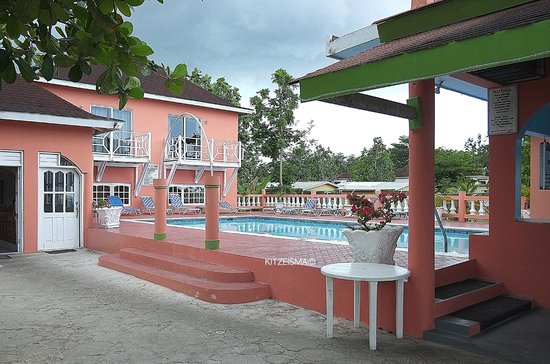 Shields Negril Villas:                                     SHields cozy pool