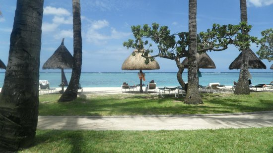 La Pirogue Resort & Spa:                   plage