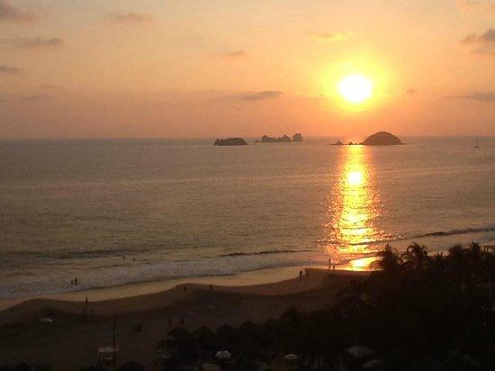Sunscape Dorado Pacifico Ixtapa :                   Sunset