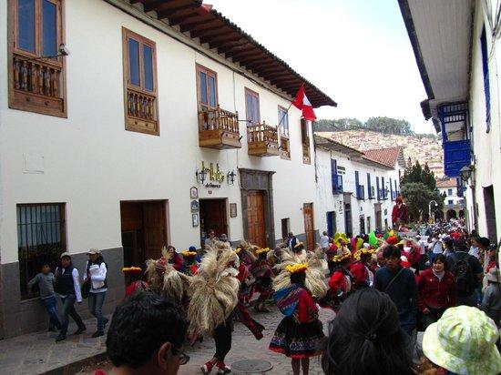 Los Andes De America Hotel: PASACALLES FUERA DEL HOTEL
