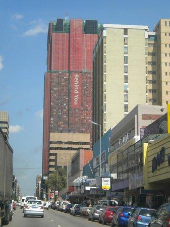 Linga Longa Guest House:                   Uma das avenidas de Johannesburg SA
