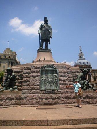 Linga Longa Guest House:                   Monumento em Pretória SA