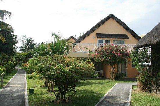 Merville Beach Hotel:                   trois chambres par maison, située dans un magnifique jardin