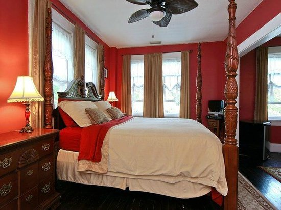 The Londoner Bed & Breakfast: The Victoria Suite