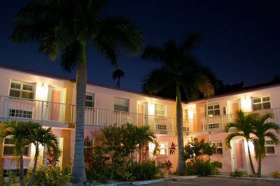 Hibiscus Suites - Sarasota / Siesta Key : Evening Exterior