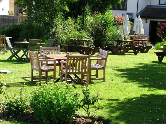 The Plough Inn: Beautiful beer gardens