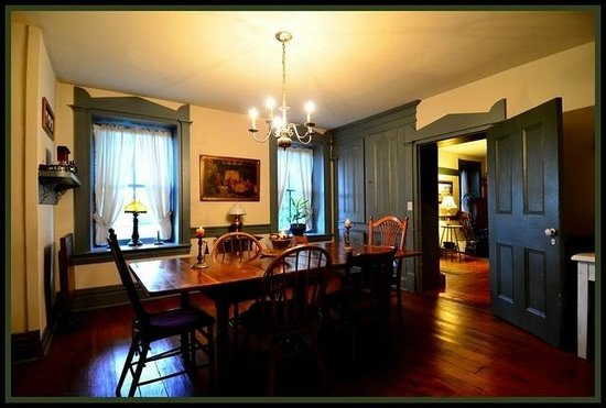 Stone Manse Inn: Fox Hunt Breakfast Room