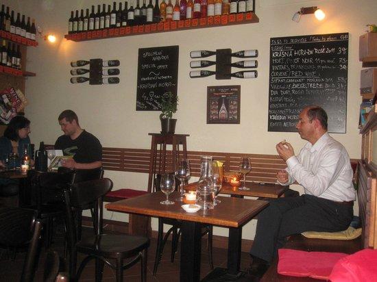 Vinograf  Wine Bar:                   Atmosfären påVinografen