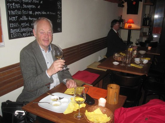 Vinograf  Wine Bar:                   Jag njuter av ett gott vin