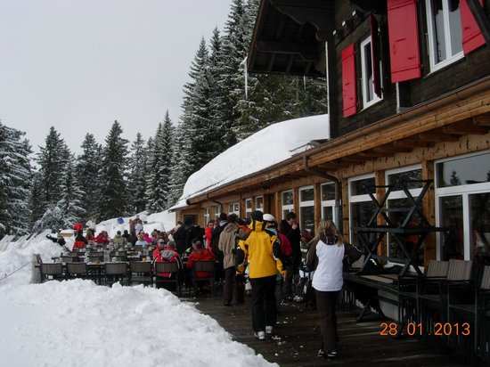 Villars-sur-Ollon, Suiza:                                     Diner en altitude dans le resto du club