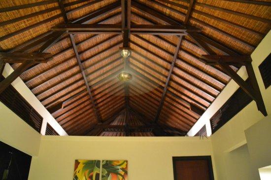 Pradha Villas:                   سقف خشبي مميز