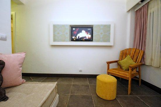 La Brezza Suite & Hotel: suite living room