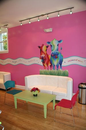 Swirlicious : Colorful, comfortable froyo lounge seating!