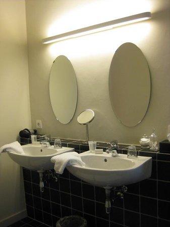 Huyze Weyne: Bathroom