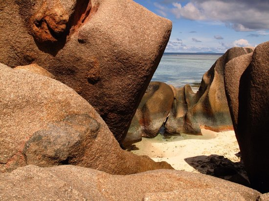 New Emerald Cove:                   La digue côté plage
