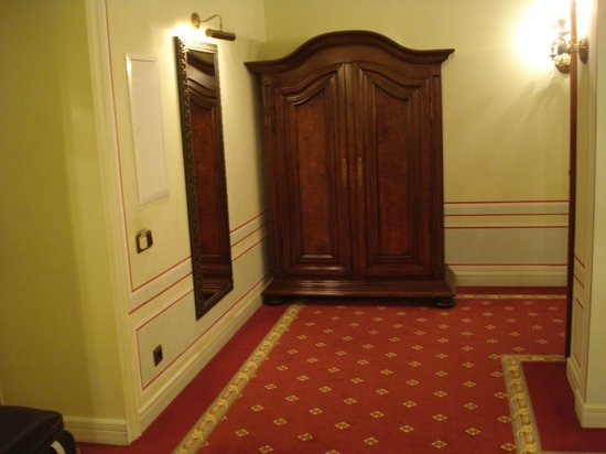 Opera Hotel:                   hallway between lounge and bedroom with wardrobe that has safe