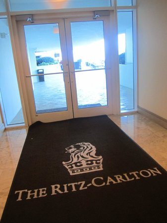 The Ritz-Carlton, Fort Lauderdale: The welcome mat is not rolled out for for rewards guests