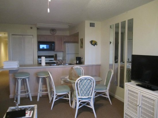 Ocean Pointe Suites at Key Largo:                   Kitchen area