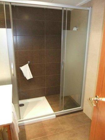 Hotel Helios Benidorm:                   Shower