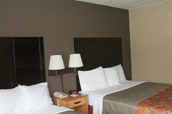 Boarders Inn & Suites Fayette, IA: Relax with a big screen TV, FREE high speed internet