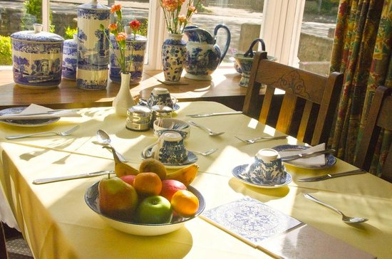 Westbourne Guest House: Sunny Breakfast room