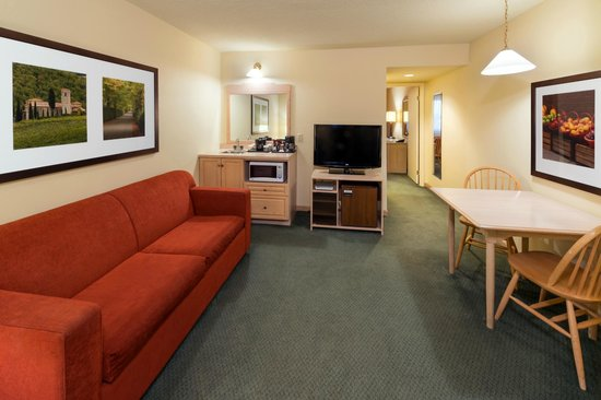 Country Inn & Suites By Carlson, Winnipeg, MB: Suites feature adjoining living rooms for additional space.