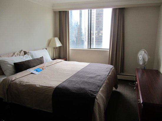 Century Plaza Hotel & Spa: Double bedroom