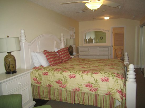 Desoto Beach Hotel: Bedroom One