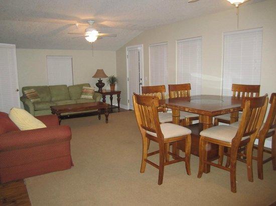 Desoto Beach Hotel: Lounge