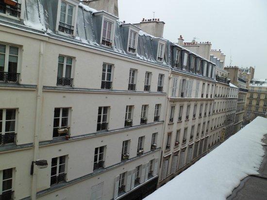 Hotel Jean-Gabriel :                   View outside window