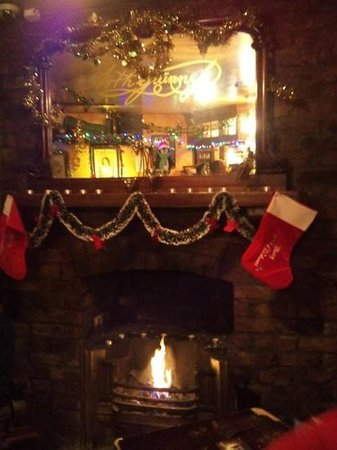 keeping warm by the fire @ the Brazen Head. tasty chowder and Bulmers