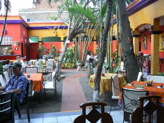 Topolo's courtyard before the crowds