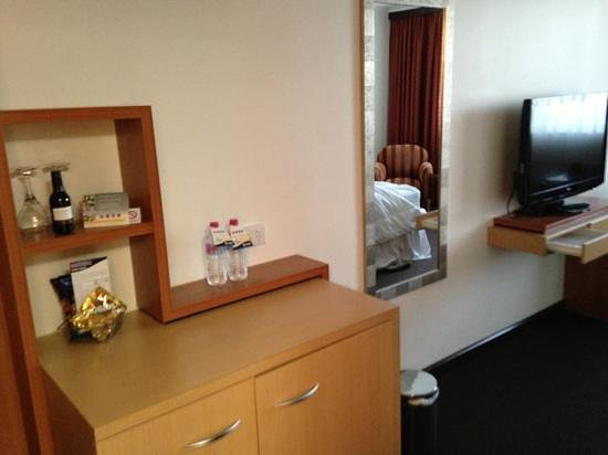Mercure Albury:                   updated room
