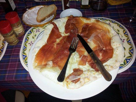 Volterra :                   Strangest Pizza I ever saw!