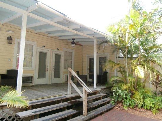 Merlin Guest House Key West: patio