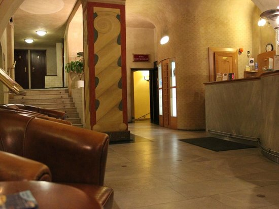 BEST WESTERN PLUS Hotel Meteor Plaza:                                     hall