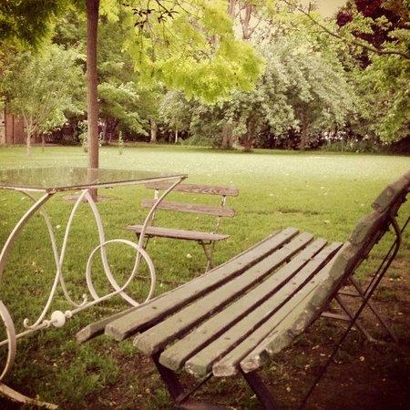 Casa Glebinias:                                     Tranquil surroundngs