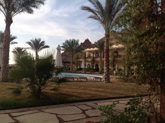 Dahab Paradise:                   Uitzicht op het hotel vanaf het terras van de kamer.