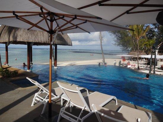 Ambre Resort:                   1 des 2 piscines